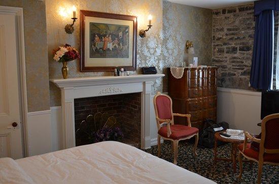 Hotel Marie Rollet: notre chambre en demi sous sol