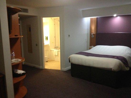 Premier Inn Coventry City Centre (Belgrade Plaza) Hotel: Room