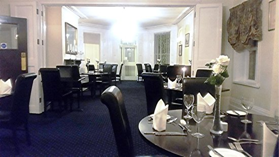 BEST WESTERN Claydon Country House Hotel: Nicely lit dining / breakfast room, where you can see what you're eating. Spacious and warm!