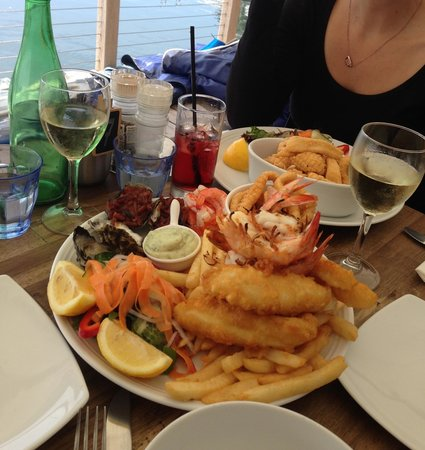 Tea Gardens Boatshed : Seafood platter and salt and pepper squid