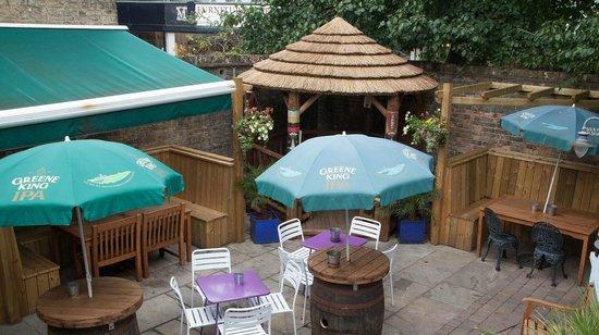 The Portland Arms: Courtyard garden