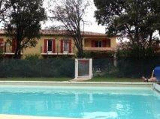 La Bastide de Grignan : Vue de la piscine