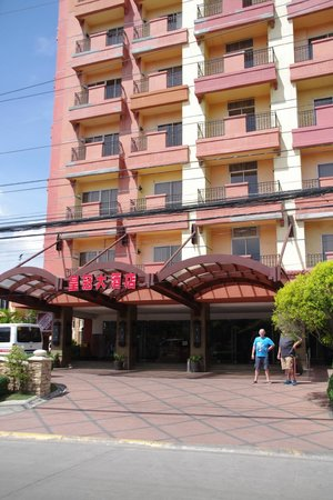 Crown Regency Suites Mactan: Front Facade of the Hotel