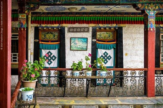 Tibet Gorkha Hotel : Вход в номера
