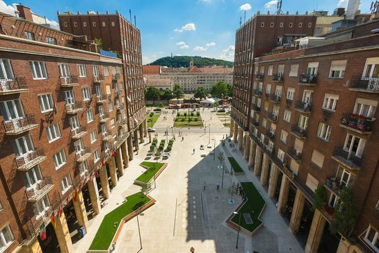 Regency Suites Hotel Budapest : View of square