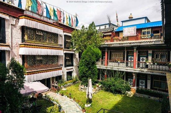 Tibet Gorkha Hotel : Внутренний двор