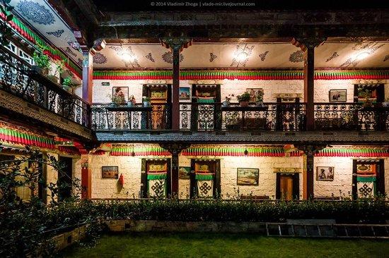 Tibet Gorkha Hotel : Ночьной вид