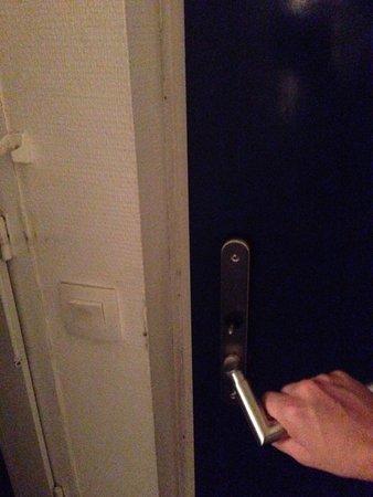 La poign e de la porte vous reste dans les mains et celle - La poignee de la porte ...
