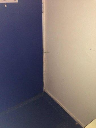 Appart'City Louveciennes : Des toiles d'araignée partout et de la saleté, les chambres sont très sales