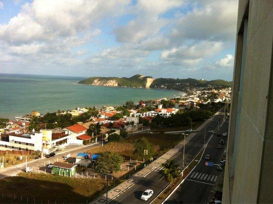 Holiday Inn Express Natal Ponta Negra: Vista do quarto 702 com Morro do Careca ao fundo