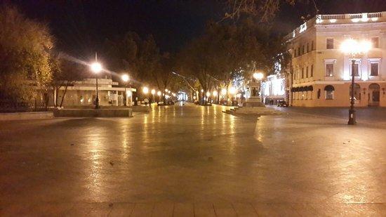 Primorsky Boulevard: Primorskiy after midnight. Lovely place!