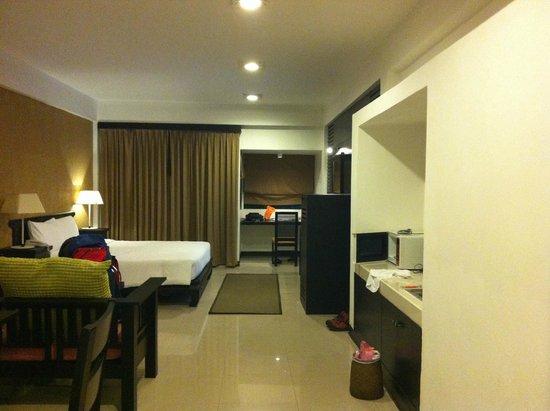 Siam Piman Hotel: 入口から窓側方面