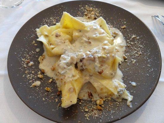 Boscotondo: Pasta con queso y nueces