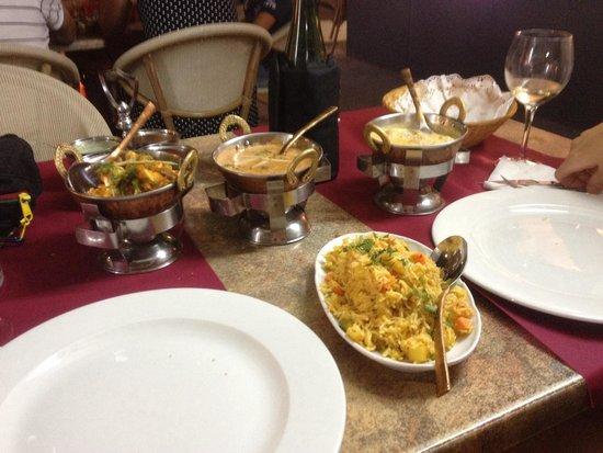 Indian Restaurant Shanti: Mucho mejor que otros restaurantes , ubicados en barcelona y mucho mas caros . Lo recomendamos p