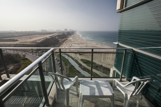 Okeanos Bamarina Exclusive Suites Hotel : Tel Aviv view from a room