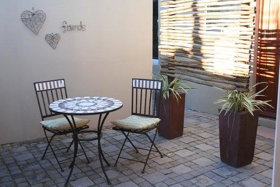 Jenvey House: Small patio off unit