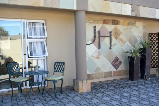 Jenvey House: Patios in front of units