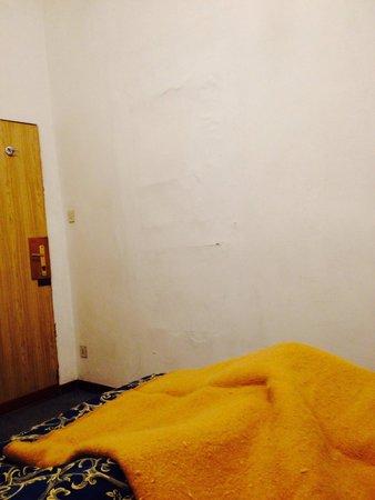 Hotel Caneva: Probabilmente c'era una porta tempo fa....da film dell'orrore