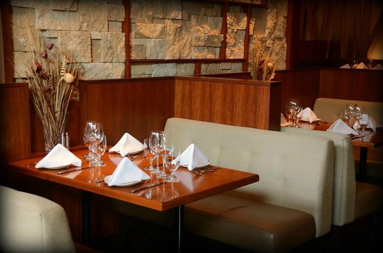Redwater Rustic Grille : Booth Seating