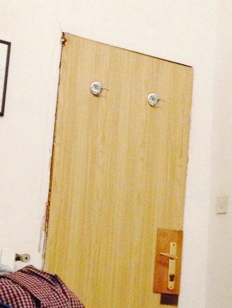 Hotel Caneva: La porta degli orrori