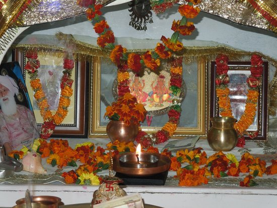 Aapo Aap Home Stay: Very special family shrine