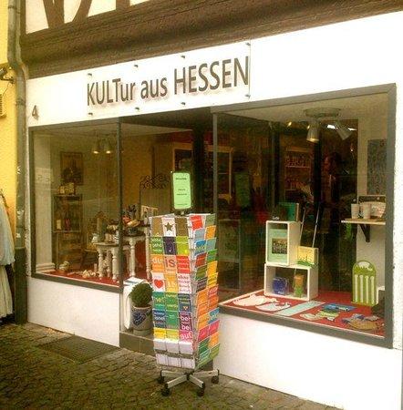Budingen, Alemanha: Ladengeschäft von außen...