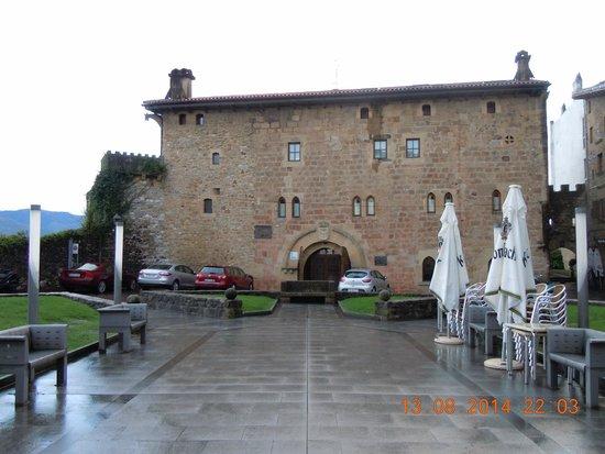 Hotel Obispo : front of hotel
