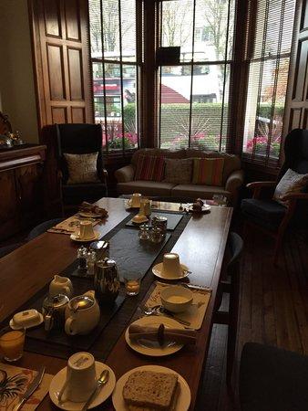 Millers 64: Lovely breakfast room!