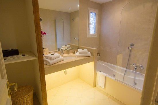 Villa d'Estelle: Bathroom