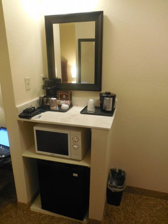 Country Inn & Suites By Carlson, Helen: Microwave, mini fridge and coffee maker