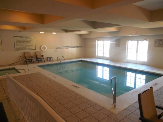 Country Inn & Suites By Carlson, Helen: Indoor pool plus a whirlpool/jacuzzi