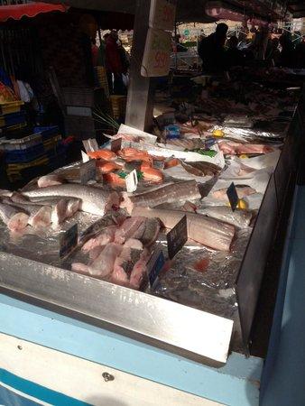 Rennes, France: des poissons très frais au marché des lices