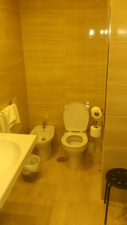 Los Tilos: Room 109 bathroom