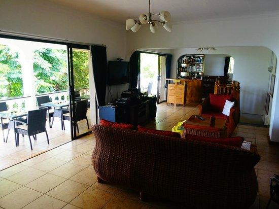 Albizia Lodge Reef Estate: Common area