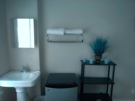 Londale Hotel: European Style Semi-shared Restrooms