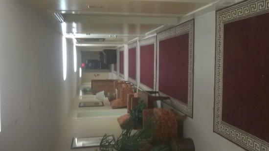 Londale Hotel: Quaint Charm