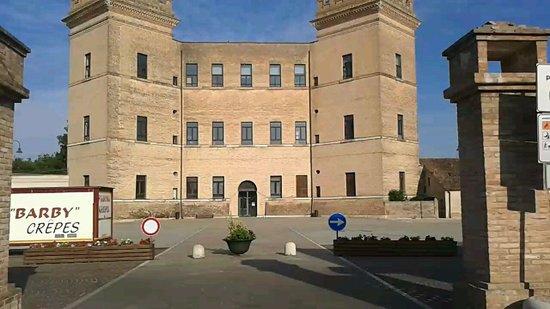 Castello Estense di Mesola: Facciata
