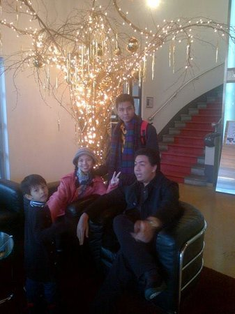 Art Deco Hotel Elite: Lazing in the foyer