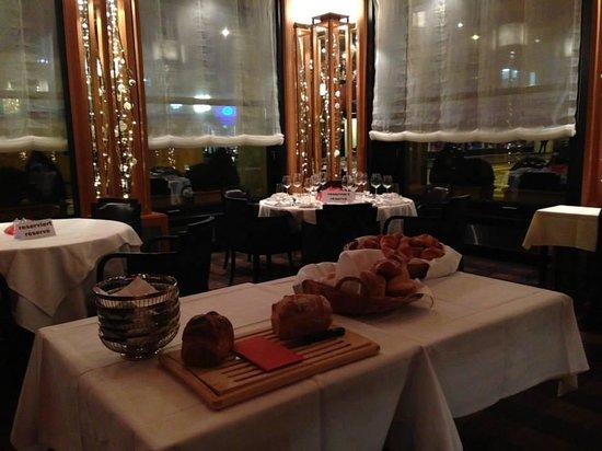 Art Deco Hotel Elite: Elegant restaurant and elegant service too