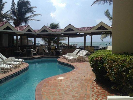 SunBreeze Suites: En frente de las habitaciones