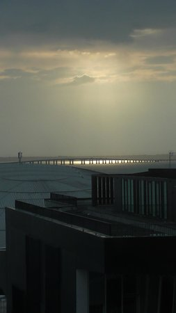 TRYP Lisboa Oriente Hotel: Early morning sun over the Vasco Da Gama bridge from hotel room.
