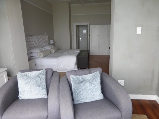 Ocean Eleven Guesthouse: Bathroom in the hallway, room #3