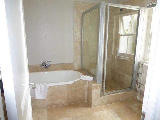 Ocean Eleven Guesthouse: Bathroom room #2