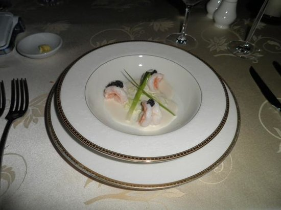 Le Crystal Restaurant : Steamed Prawns and grilled leek with Champagne Valoute