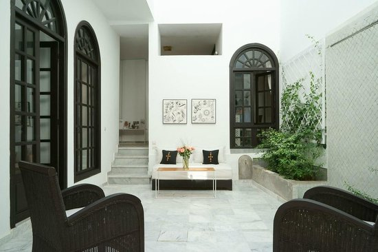Riad Sapphire And Spa: Our Petit Patio With Wall Fountain And Sliding Glass  Roof