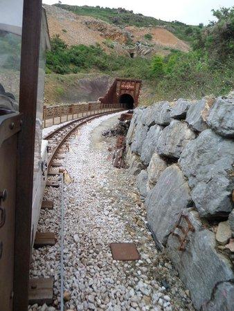 El Soplao: Entrada a la cueva en el tren