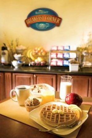 Baymont Inn & Suites Greensboro / Coliseum: Continental Breakfast