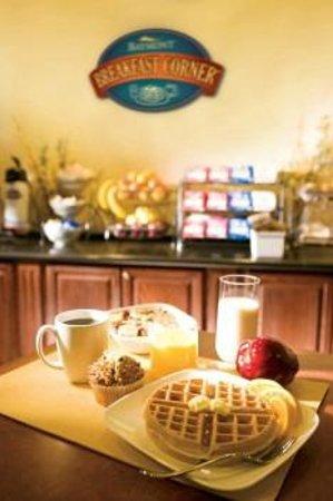 Baymont Inn & Suites Greensboro/Coliseum: Continental Breakfast