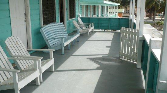 Lena's Guest House: la terrasse au premier