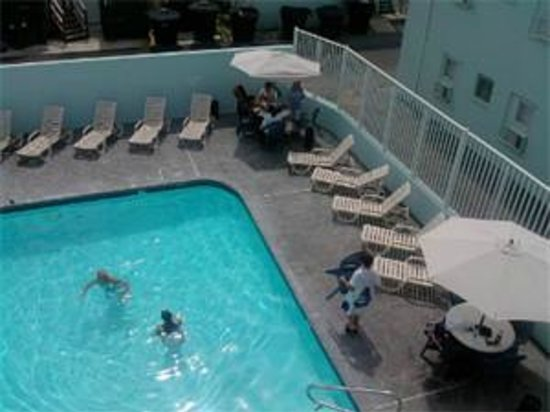 Madison Beach Motel: Outdoor pool